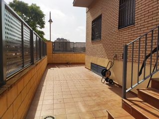 Ground floor in Avenida la senyera, 20. Vivienda con terraza