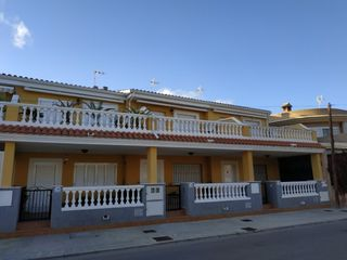 Semi detached house in Calle llarg, 246. Estupendo adosado