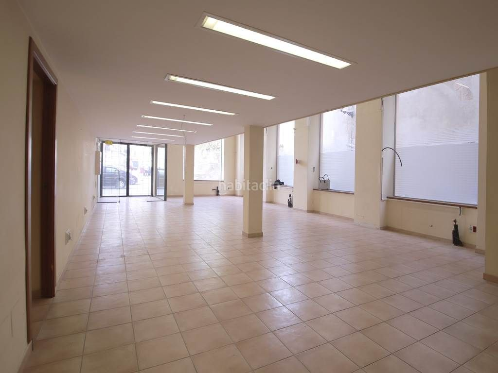 Rent Office space in El Sindicat. Oficina de 180 m² a nivel de calle en el casco ant