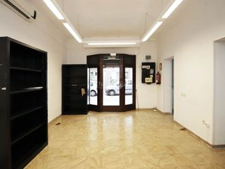 Rent Office space in Cort. Oficina  en planta baja sin muebles en zona plaza