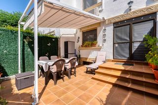 Semi detached house in Carrer aristides maiol, 3. Moderna reforma, 123m2, piscina