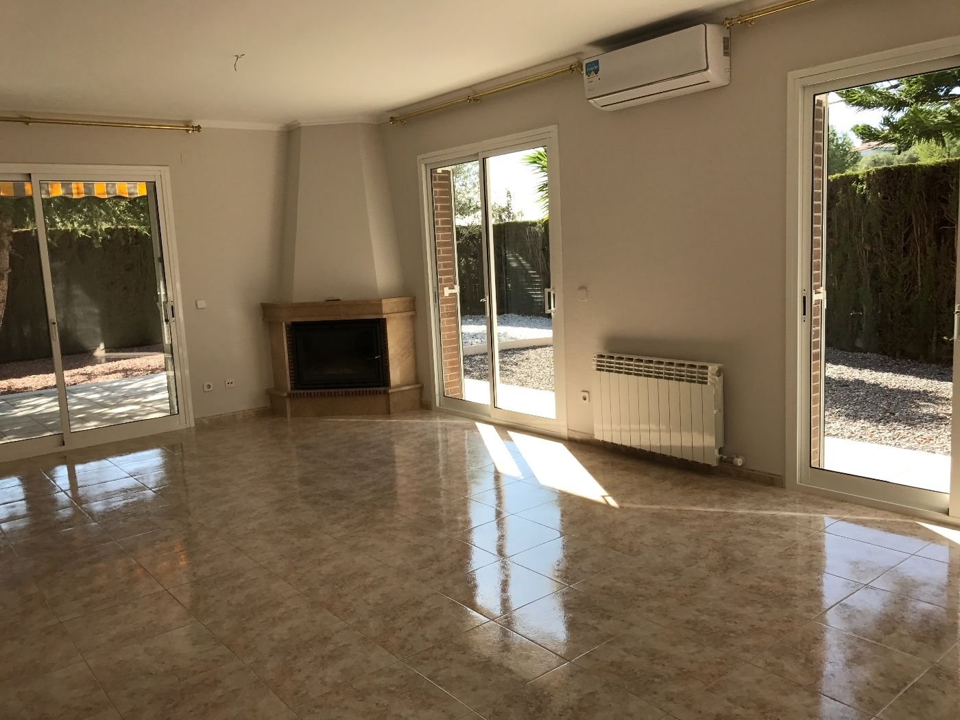 Rent Chalet in Carrer joan lamote de grignon (de), 11. Semi-nuevo, con piscina