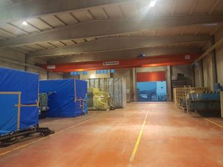 Industrial building in Seva. Nave industrial en venta