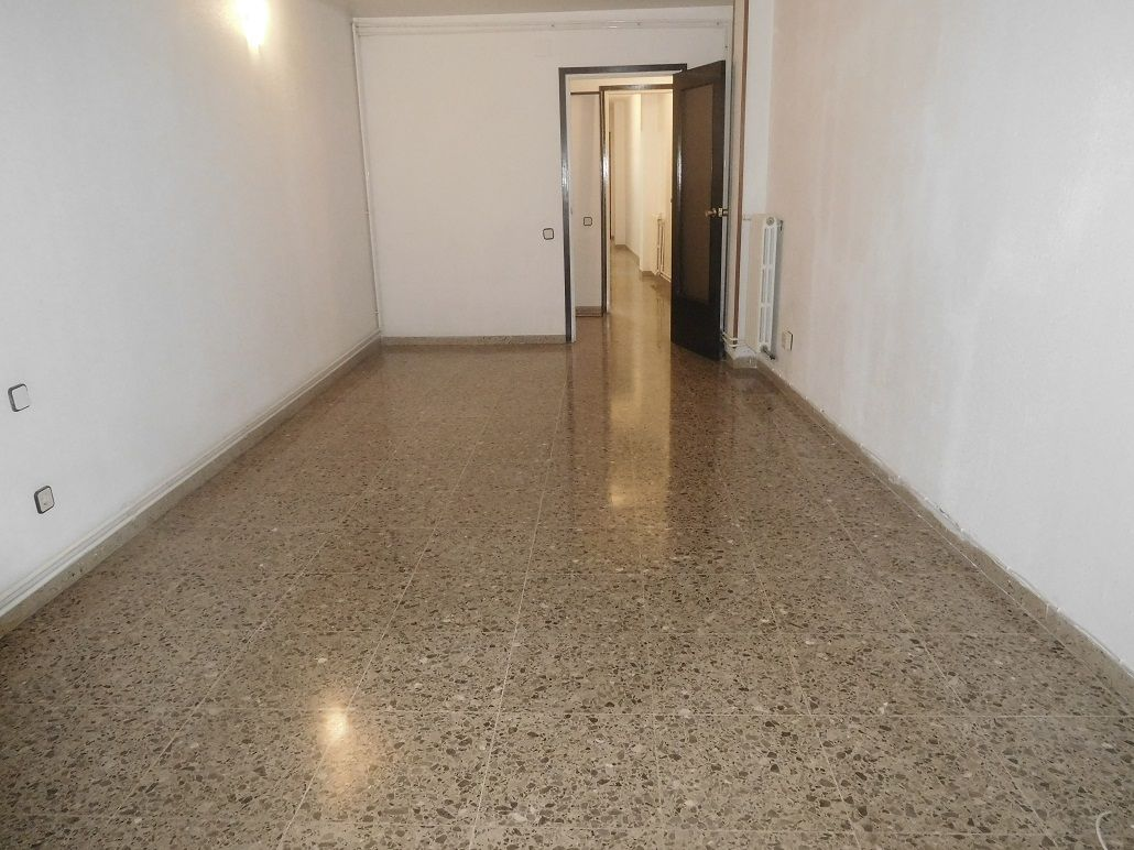 Location Appartement  Zona avenida molino. Vivienda 4 hab.+ascensor+balcón