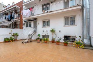 Piso  Carrer esglesia. 4 habitaciones y terraza de 90m²