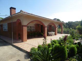 Casa a Avinguda catalunya, 12. Casa con arboles frutales paz