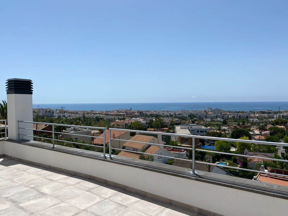 Casa Avinguda Miquel Utrillo. Casa moderna con vistas al mar