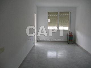 Appartamento in Ciutat Meridiana. Piso con 3 habitaciones