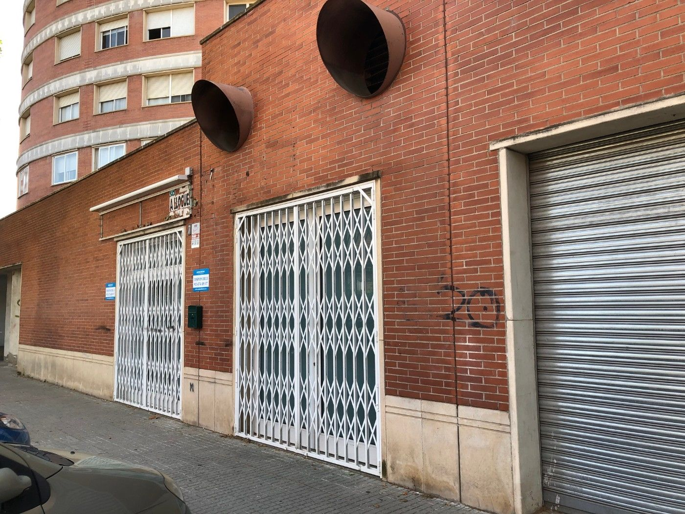 Location Local commercial  Carrer ramon daga. Local con despachos polivalente