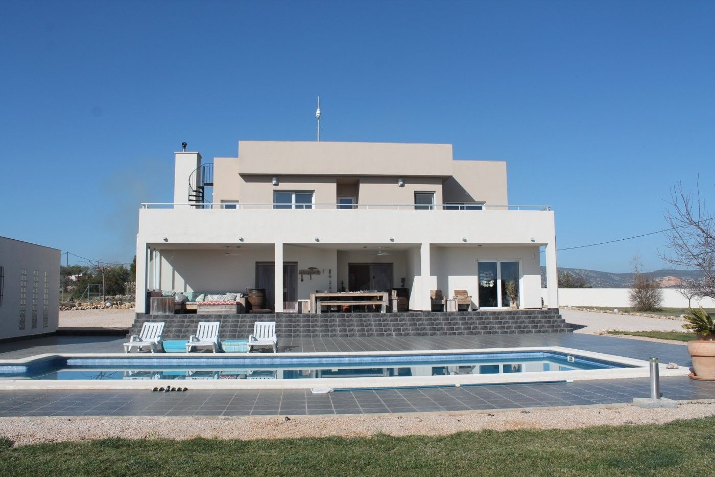 Chalet in Partida ullals, 4. Chalet moderno con piscina