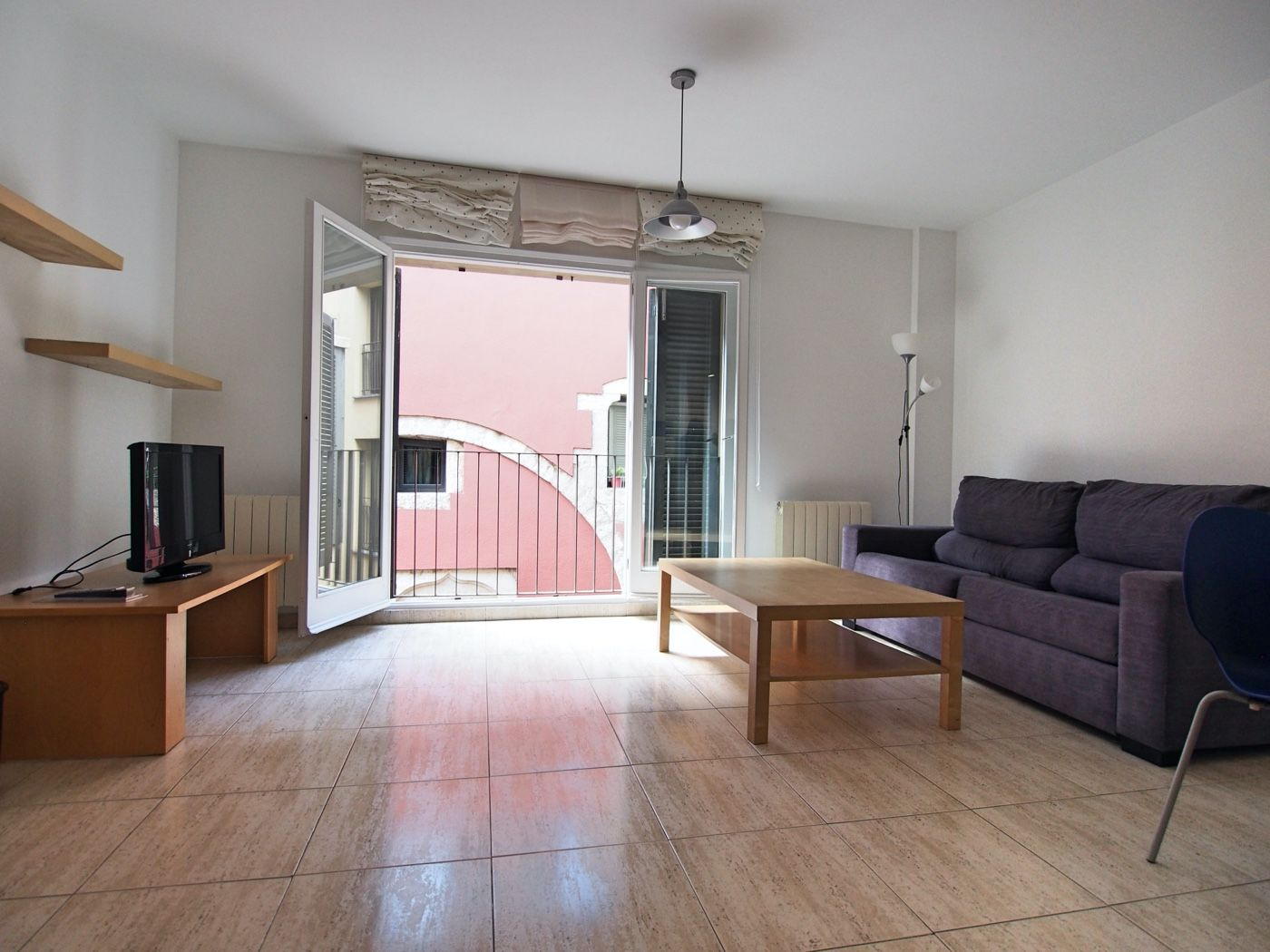 Rent Apartment  Carrer pou rodo. Espacioso piso amueblado