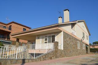 Casa  Urbanitzacio can farell. Casa gran ideal 2 families