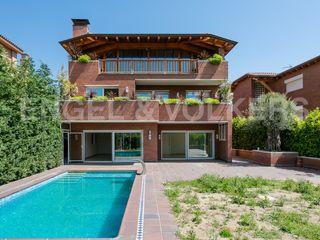 Casa in La Plana-Bellsoleig. Obra nueva para grandes familias