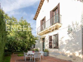 Casa  Centre. Con encanto con terraza y jardín
