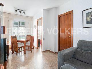 Etagenwohnung in Roses-Castellbell. Luminoso y céntrico con balcón
