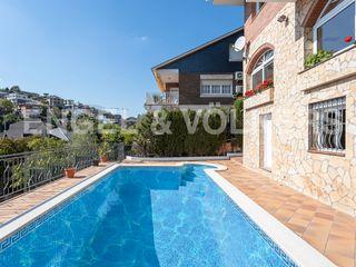 Casa en La Miranda. A cuatro vientos con piscina