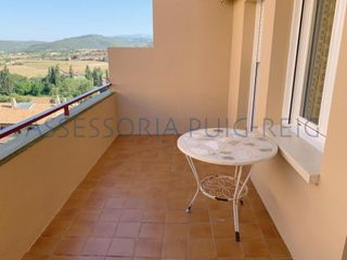 Semi detached house in Cardona. Casa adosada en cardona con vistas al castillo.