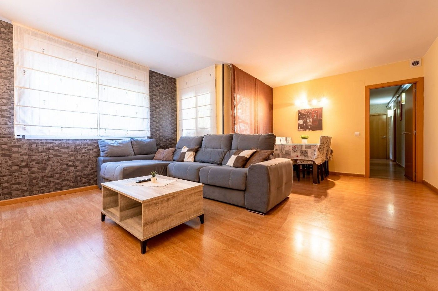 Flat in Carrer eixample (de l´), 8. Piso y parking