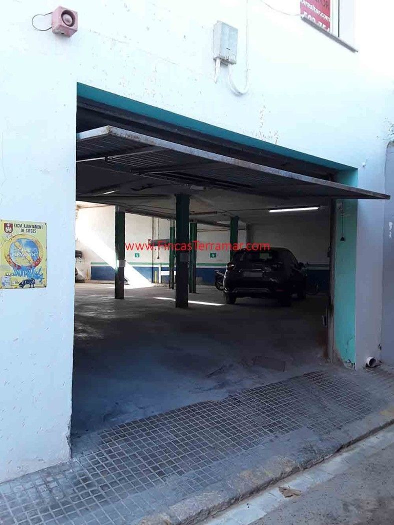 Alquiler Parking coche  Carrer santa barbara. Parking cubierto