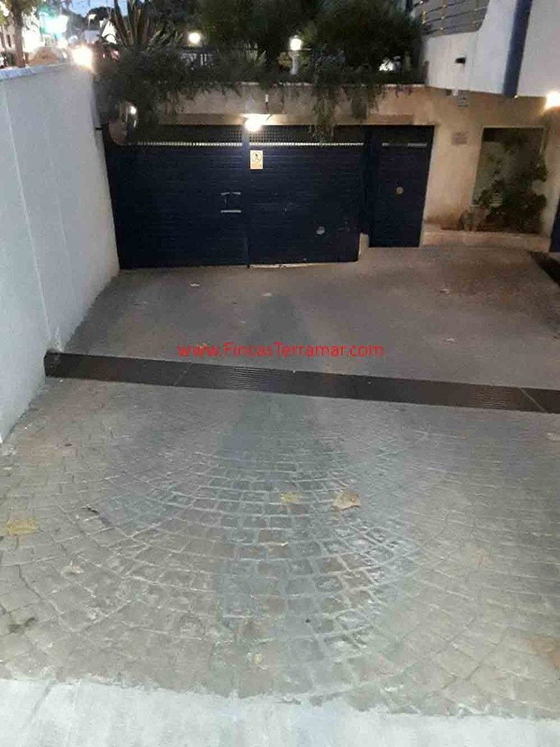 Car parking  Carrer miquel ribas llopis. Parking mediano