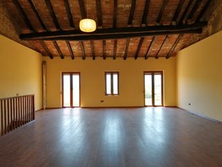 Semi detached house in Carrer olot, 5. Muy completa