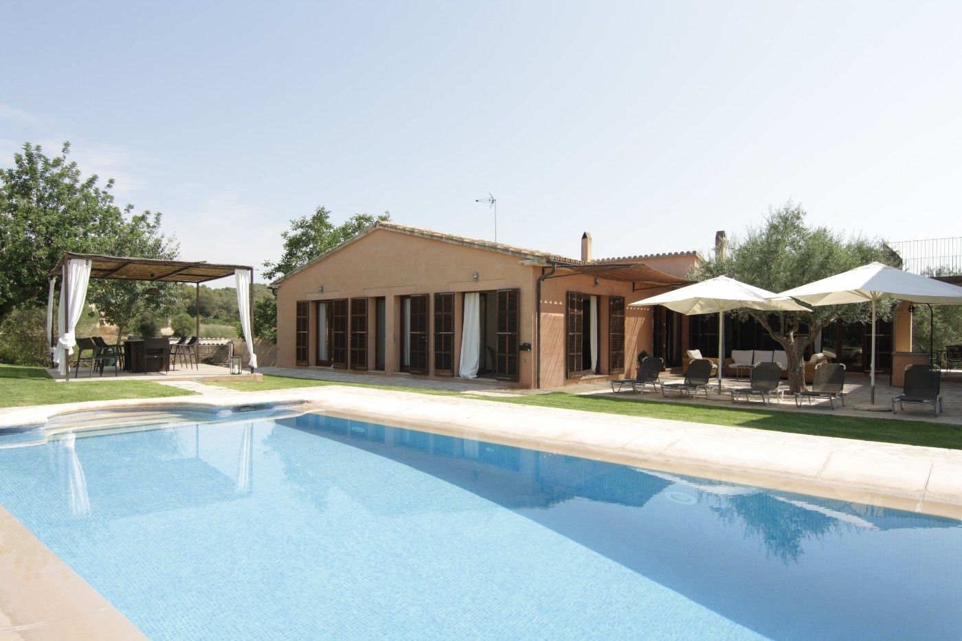 Rent House in Vilafranca de Bonany. Finca con piscina privada