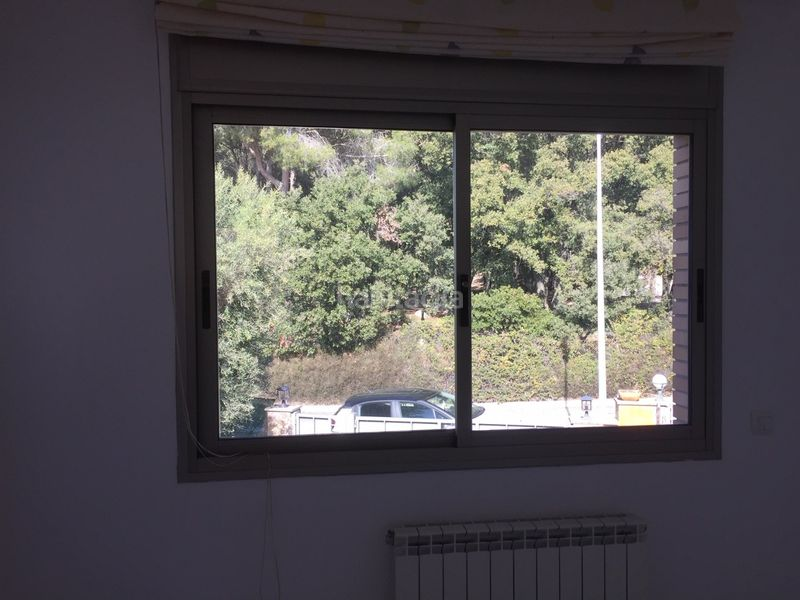 Ventana lateral. Chalet with heating parking pool in Ametlla del Vallès (L´)