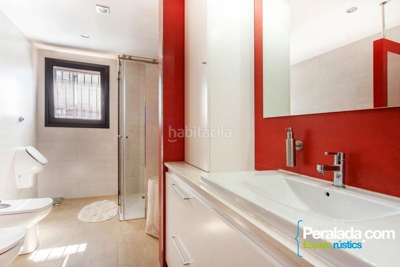 Baño. House with fireplace parking in Olot