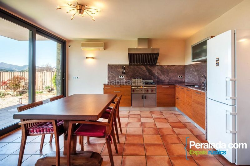 Cocina. House with fireplace parking in Olot