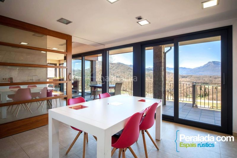Salon. House with fireplace parking in Olot