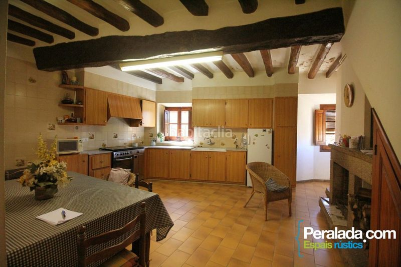 Cocina. Country house with fireplace parking in Vilademuls