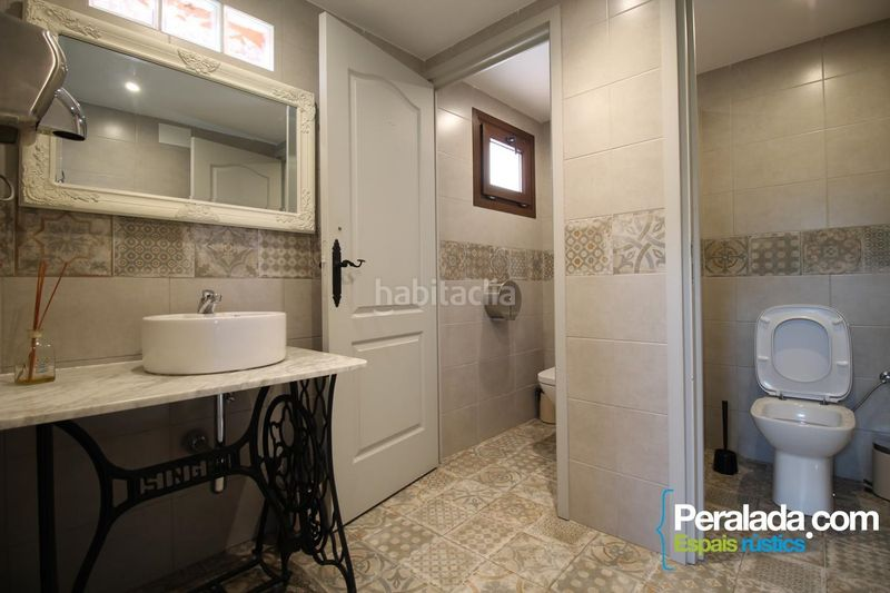 Baño. House with fireplace heating parking in Mieres