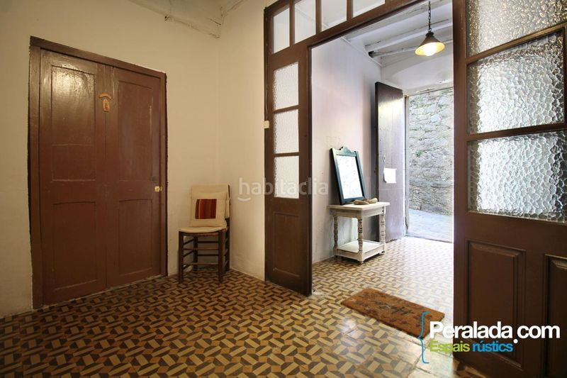 Entrada. House with fireplace heating parking in Mieres