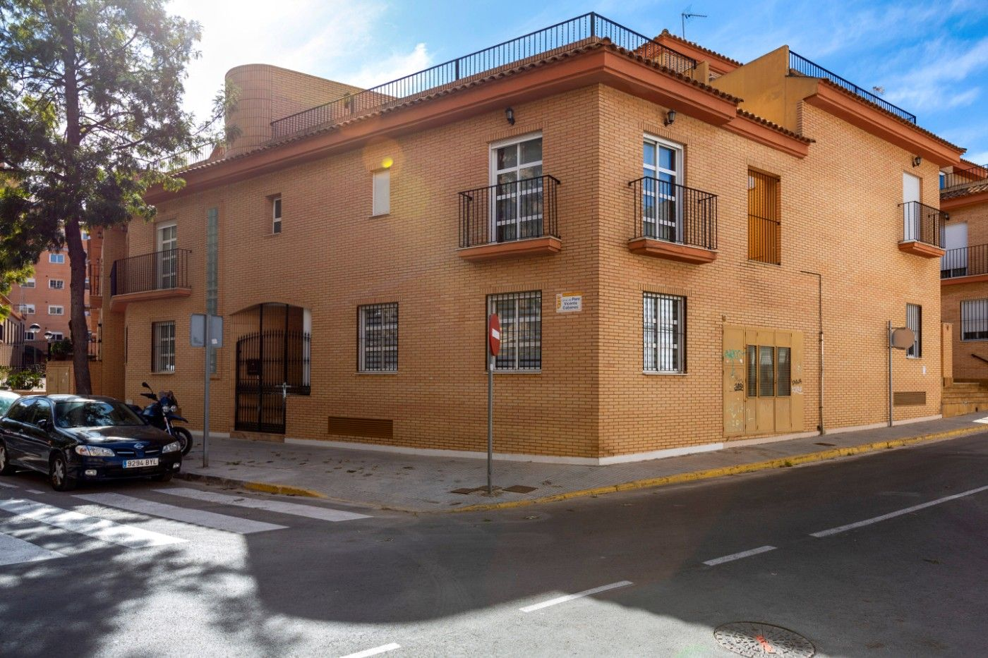 Semi detached house in Calle padre vicente cabanes, 2. Adosado esquinero parque trenor