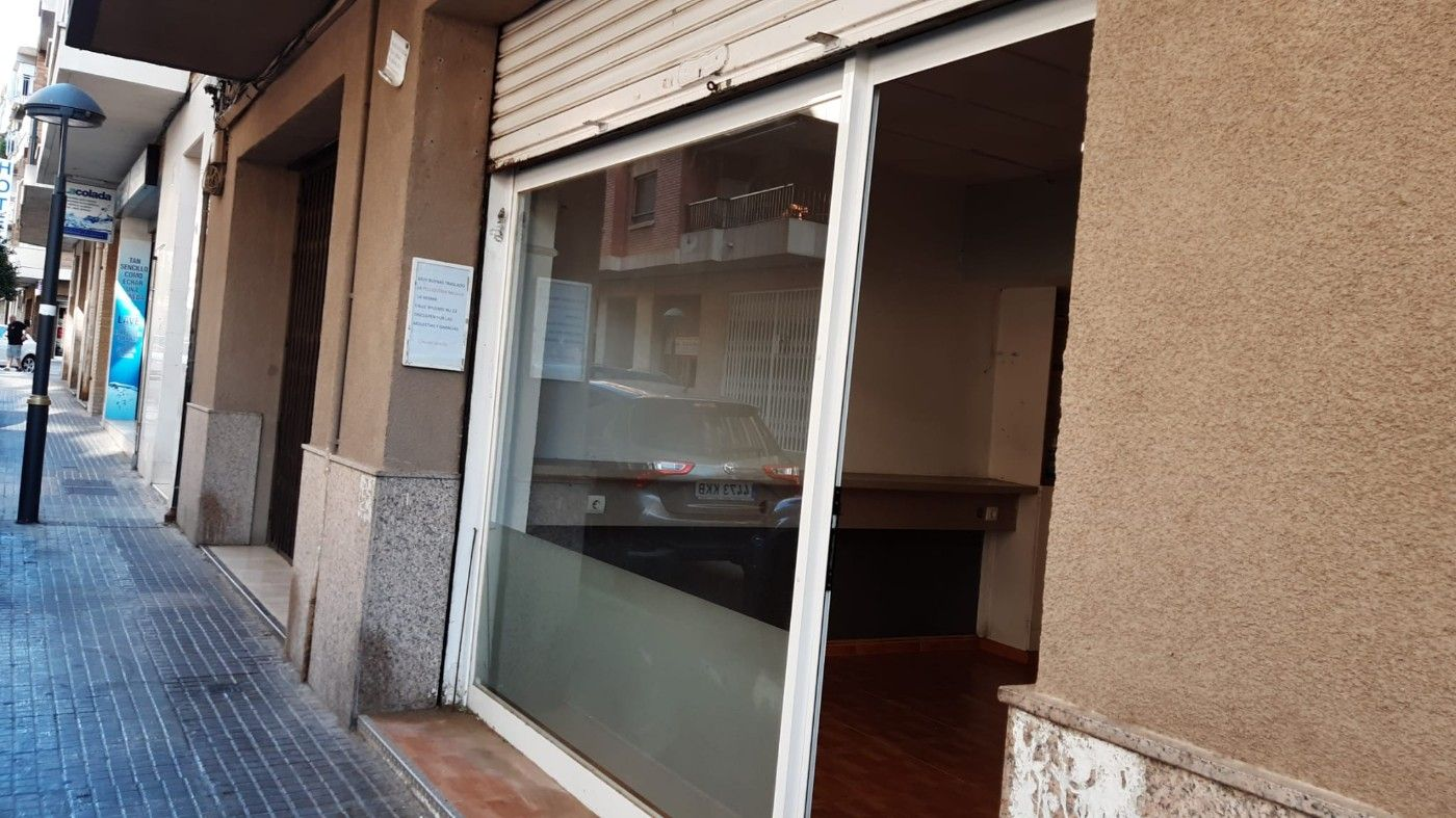 Alquiler Local Comercial  Carrer balears. Local en zona bien comunicada