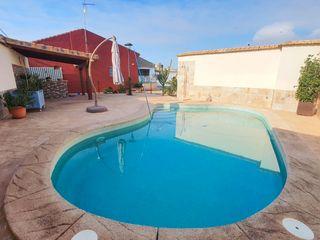 Casa en Casco Antiguo. Casa con 3 habitaciones con parking, piscina, calefacción y aire