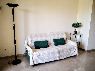 Lloguer Apartament en Benicalap. Apartamento en cortes valenciana