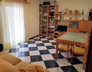 Flat  Carrer de ramiro de maeztu. Piso con 3 habitaciones con calefacción