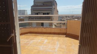 Rent Penthouse in Centre. Ático badalona centro