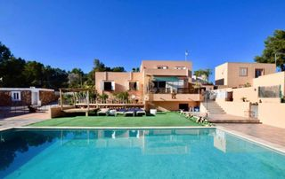 House in Ses Salines. Villa en km5 con parking, piscina privada, 5 dormitorios y vista