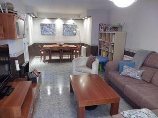 Piso  Pueblo seco. Piso con 4 habitaciones con ascensor, calefacción y aire acondic