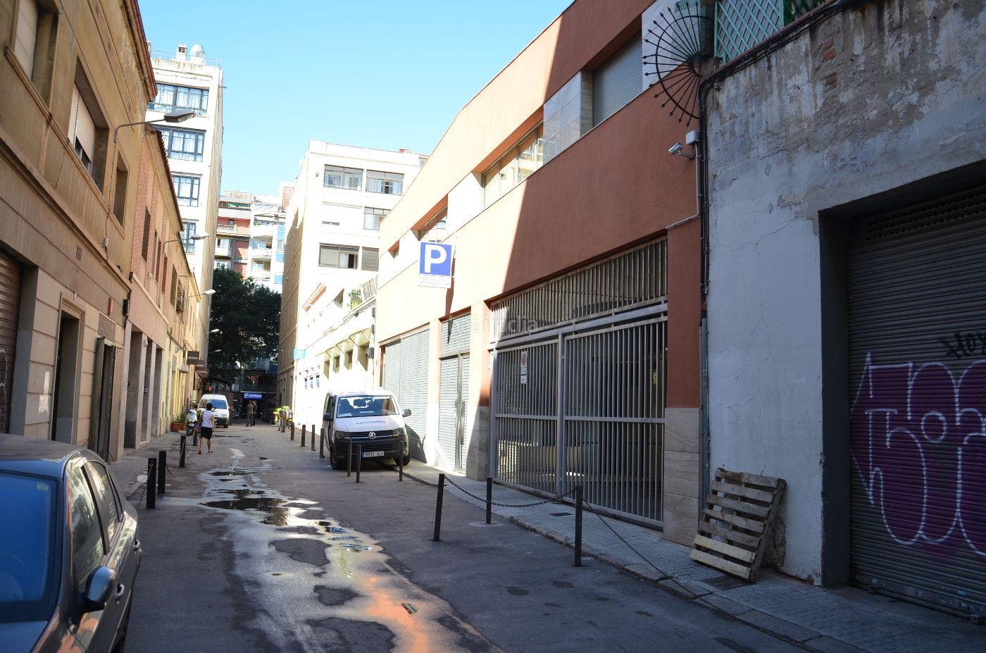 , amplia plaza de parking Alquiler Barcelona
