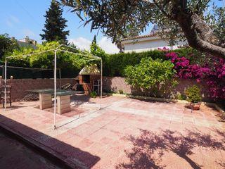 Casa a Virgen de nuria, 9. Casa esquinera con jardin