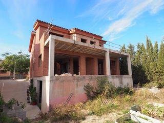Casa pareada  La nou. Chalet para acabar de construir