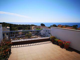 Casa adosada  Els munts. Adosada con vistas al mar