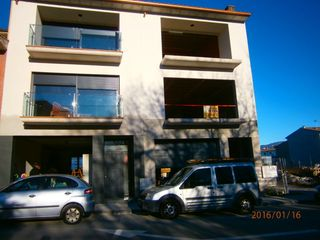 Semi detached house in Carrer arnald de corcó, 124. A reformar