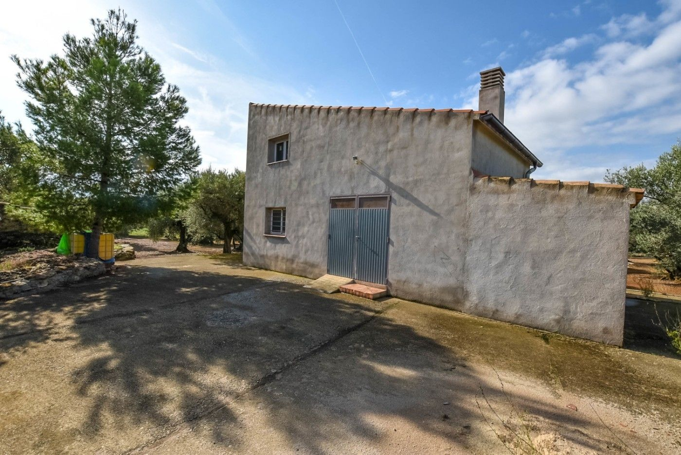 Rural plot in Carrer pla d´illes, 10. Casa campo con luz y agua regar