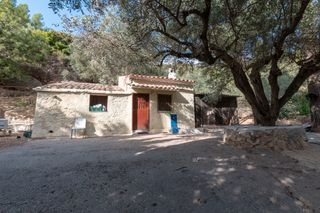 Country house  Carrer major, 10. Gran finca con luz y agua