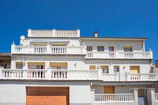 Casa adosada  Montesquiu. Casa amb 2 vivendes independents