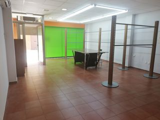 Location Local commercial  Carrer germanies, de ses. Local de 100 m2 en binissalem